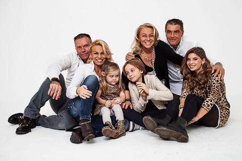 foto di famiglia completa in studio